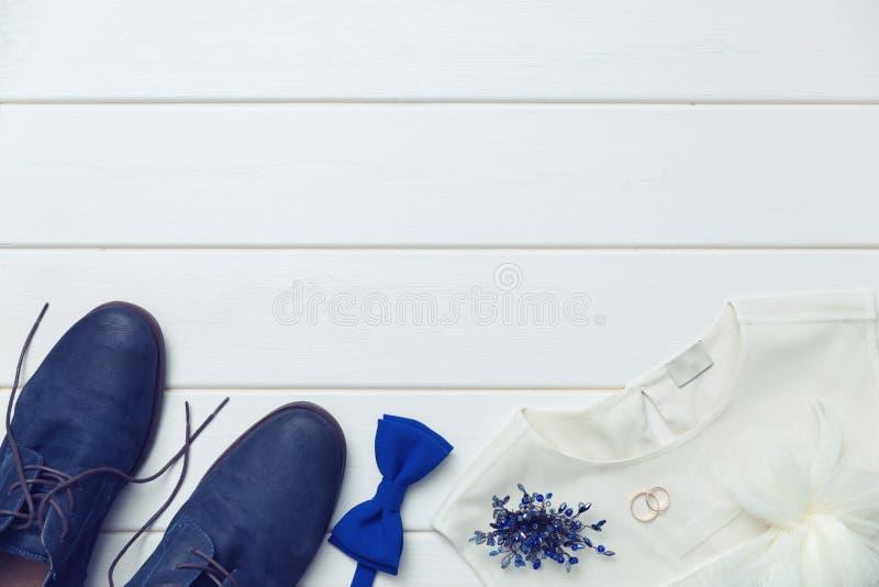 Bakgrund för bröllopdag - kläder och tillbehör royaltyfri bild