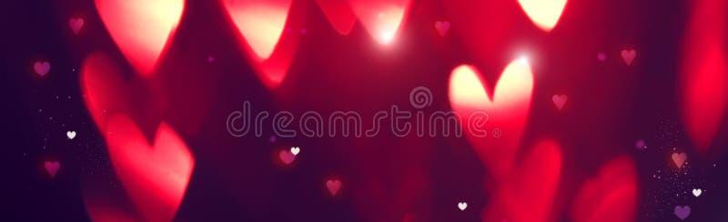 Bakgrund för dag för valentin` s Feriebakgrund med röda glödande hjärtor royaltyfria bilder