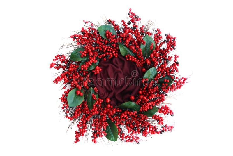 Bakgrund för Digitalt fotografi av röd Berry Holiday Wreath Isolated On vit arkivfoto