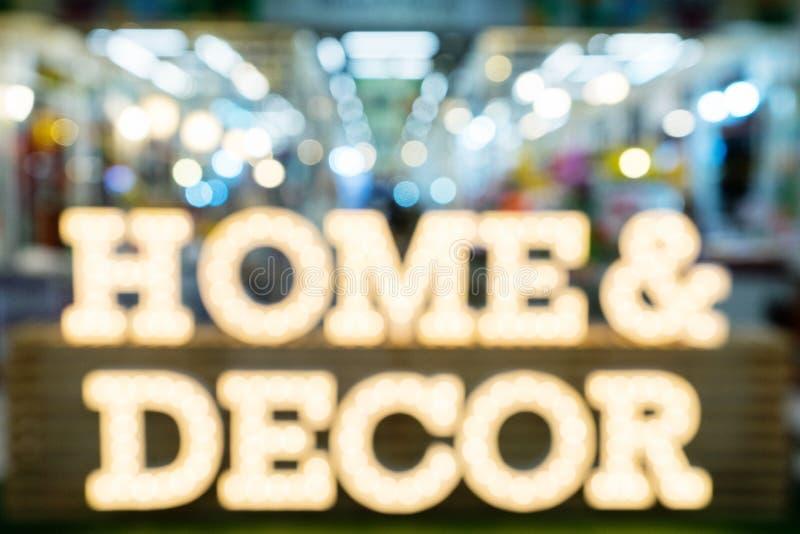 Bakgrund för expo för shopping för dekor för Bstract suddig möblemanghem arkivbilder