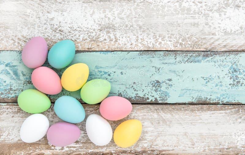 Bakgrund för garnering för påskägg trä fotografering för bildbyråer