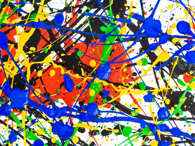 Bakgrund för konst för abstrakt expressionism idérik konst av färgstänk och droppander röd svart grön gul blå målarfärg på vit ba royaltyfri foto