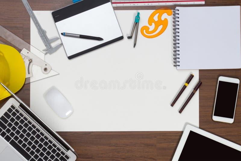 Bakgrund för kontorsskrivbord med konstruktionsprojekt royaltyfri fotografi