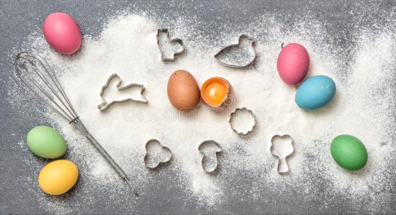 Bakgrund för mat för påsk för ägg för kakaingredienser kulör royaltyfri fotografi