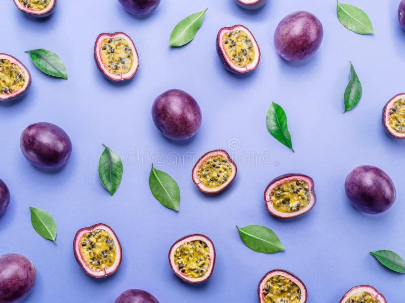 Bakgrund för passionfrukt Ställ in av passionfrukter Top beskådar arkivbilder