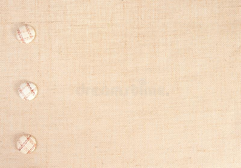 Bakgrund för säckvävtygtextur och knappgarnering, säckvävsäcktorkduk royaltyfri bild