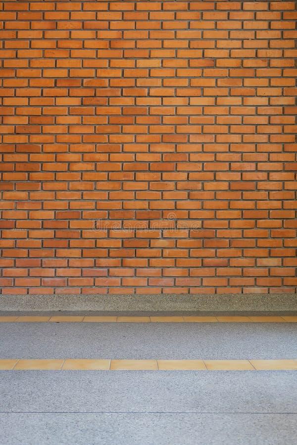 Bakgrund för textur för tegelstenvägg och liten grussten arkivfoto