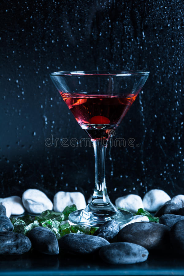 Bakgrund för vodkakoppsvart arkivfoton
