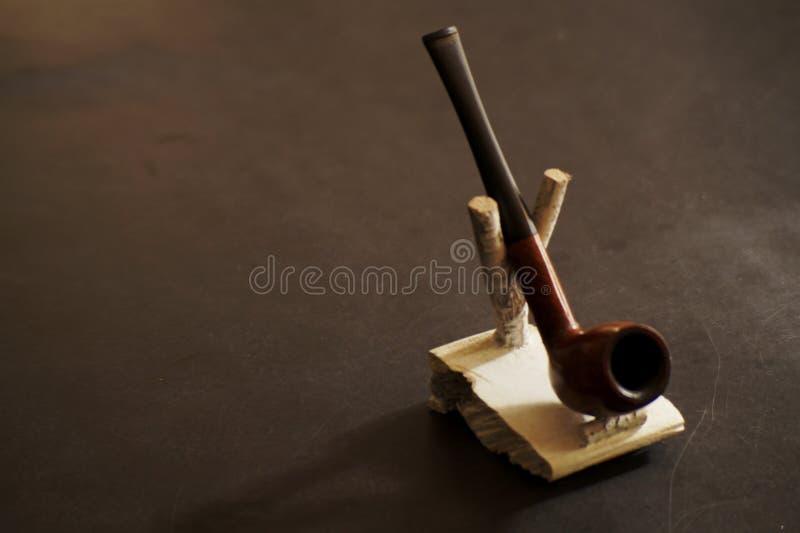 bakgrund isolerad rökande white för rør royaltyfri foto