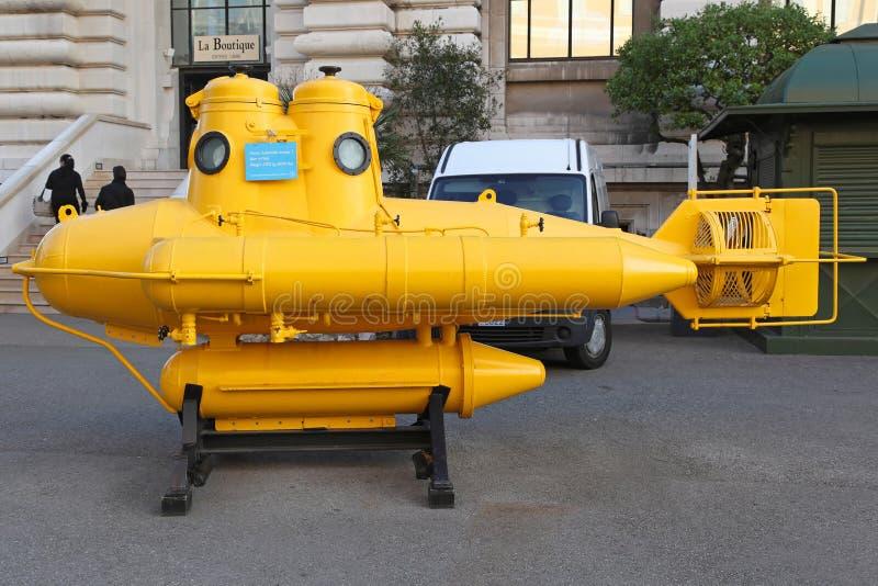 bakgrund isolerad vit yellow för ubåt arkivfoto