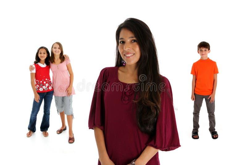 bakgrund lurar den vita kvinnan fotografering för bildbyråer
