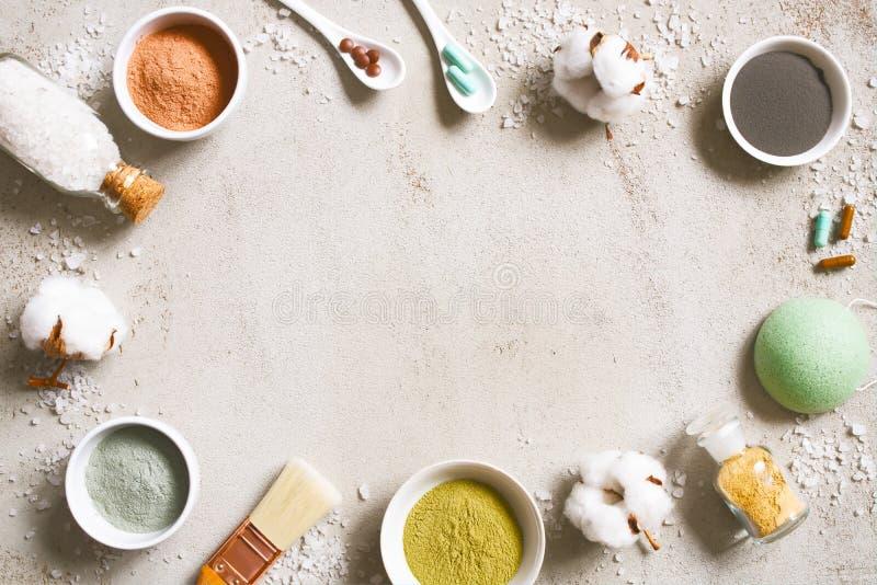 Bakgrund med naturliga ingredienser för omsorgskönhetsmedel arkivfoto