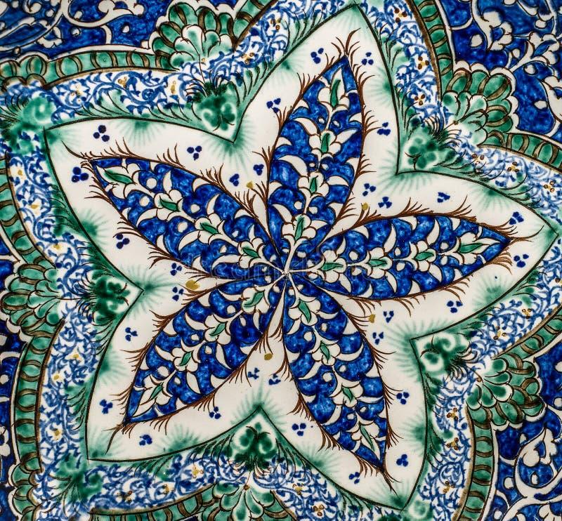 Bakgrund med orientaliska prydnader vektor illustrationer