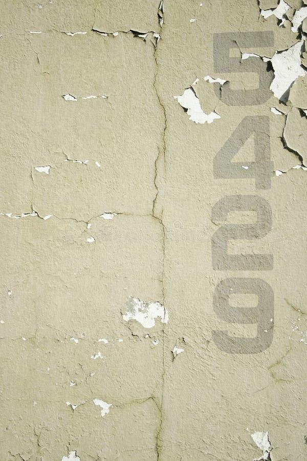 bakgrund numrerar den gammala stencilerade väggen royaltyfria bilder