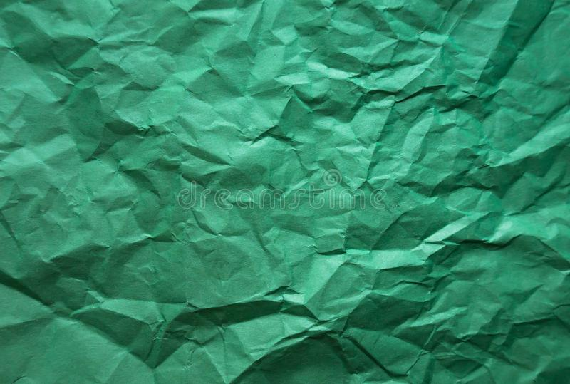Bakgrund Skrynkligt grönt ark av papper arkivfoton