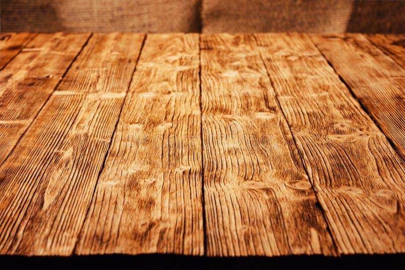 Bakgrund till träplank i perspektiv på placering Kopiera utrymme royaltyfria bilder