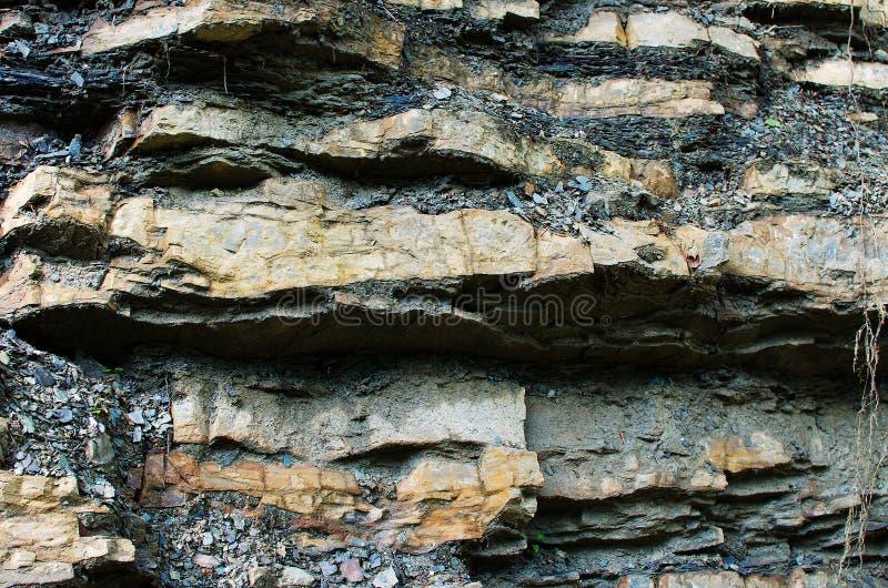 Bakgrunden av stenberg i den öppna luften i Carpathen royaltyfria bilder