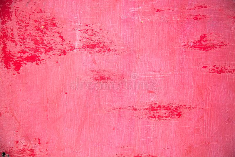 Bakgrunden göras av gammal kryssfaner, målat i ljus röd målarfärg flagade av bitvis royaltyfri bild