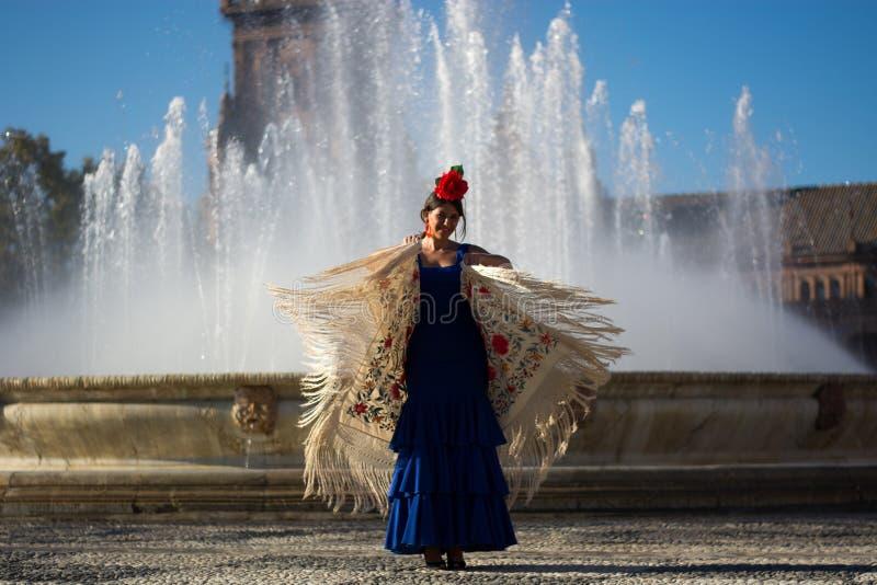 Bakgrunden till springbrunndansflamenco royaltyfria bilder