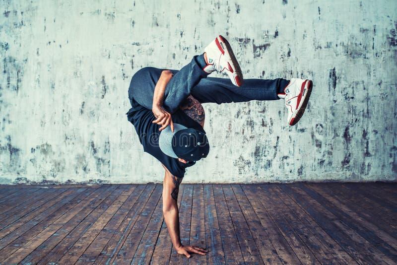 bakgrundsavbrottsbreakdancer dansar danswhite arkivfoto