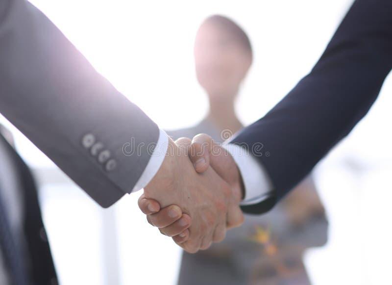 Bakgrundsbild av handskakningen av affärsfolk royaltyfri foto