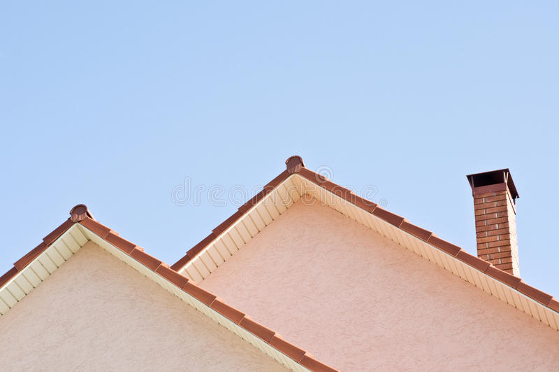 bakgrundsblue över takskyen arkivbild