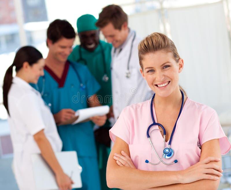 bakgrundsdoktorssjuksköterska arkivfoto