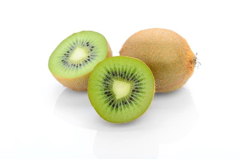 bakgrundsfrukt isolerade kiwiwhite nya frukter Sunt f royaltyfria foton