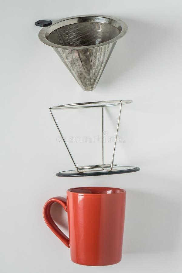 bakgrundskaffedesignen r?nar r?d white dig Metall häller över droppandekotte drog ifrån varandra fotografering för bildbyråer