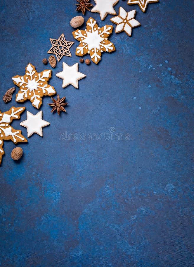 bakgrundskanten boxes vita guld- isolerade band för julgåvan arkivbilder