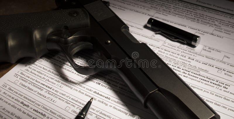 Bakgrundskontrollform för ett vapenköp royaltyfria foton