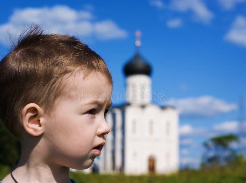 bakgrundspojkekyrka little som är ortodox arkivfoto