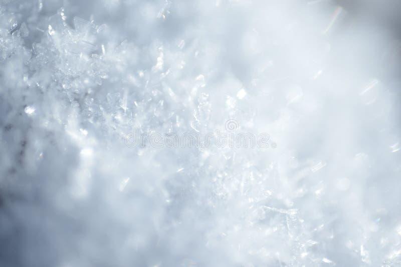 Bakgrundsspridning av vita snökristaller royaltyfria bilder