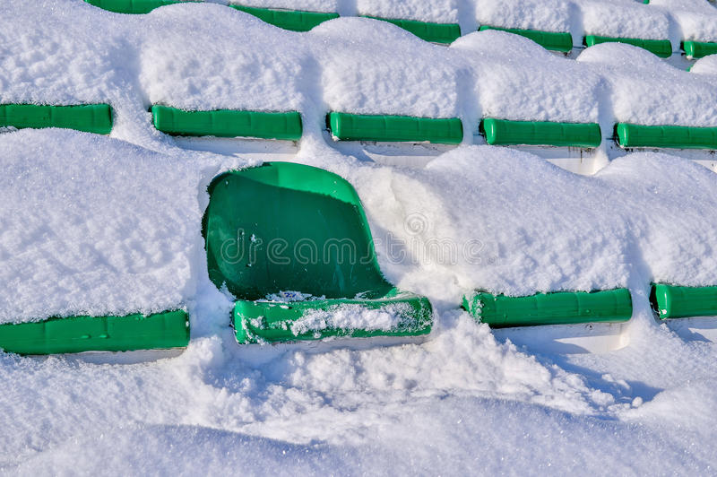 Bakgrundsstolar på stadion, vinter arkivbilder