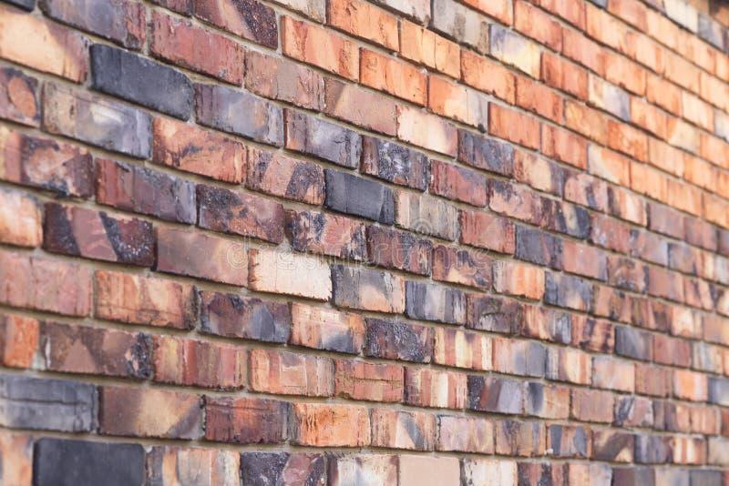Bakgrundstextur av den röda brända tegelstenväggen, murverkhus royaltyfri foto