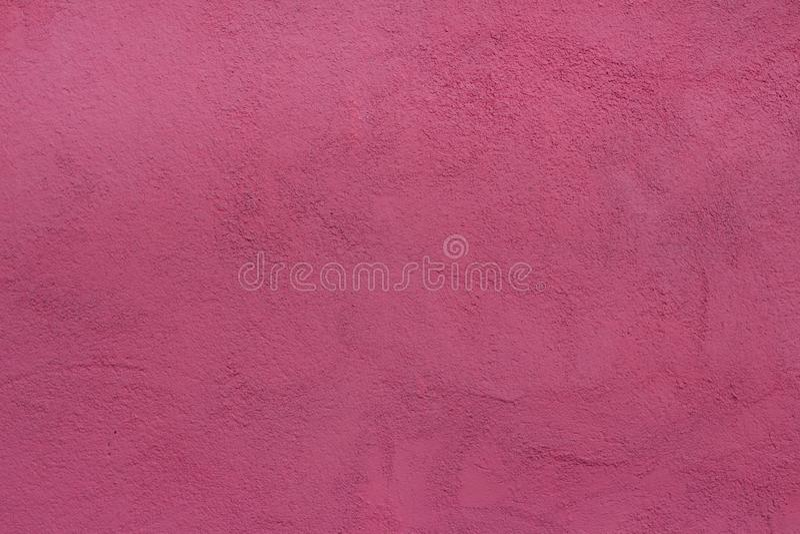 bakgrundsvägg med rosa målad textur för spackel arkivfoto