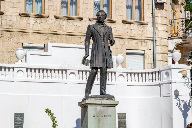 BAKHCHYSARAY, CRIMÉE - SEPTEMBRE 2014 : Monument au poète Alexander Pushkin dans Bakhchisaray photographie stock libre de droits