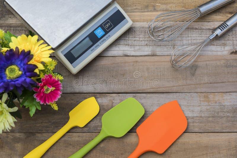 Bakkerij en het Koken Hulpmiddelensilicone en nog op houten lijst stock afbeelding