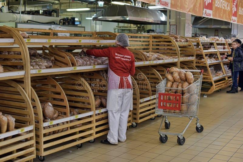 Bakkerijafdeling in een supermarkt royalty-vrije stock afbeelding