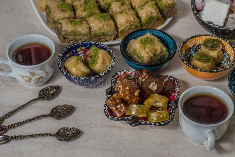 Baklava e tè di lukum fotografie stock libere da diritti