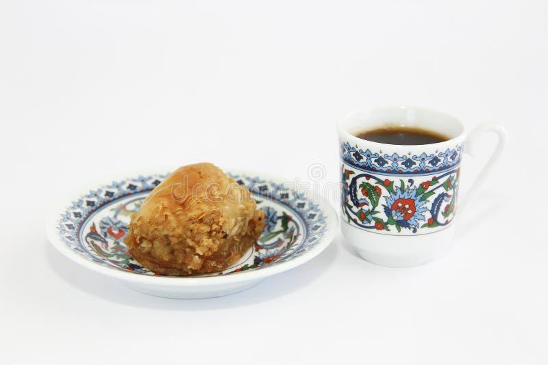 Baklava e tazza di caffè turche orientali tradizionali di dolcezza fotografie stock libere da diritti