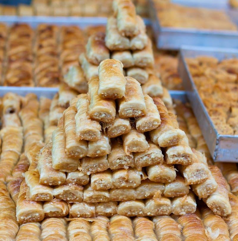 Baklava ed altri dolci al mercato fotografia stock