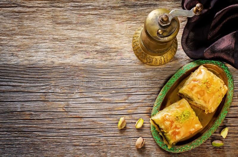 Baklava met pistache Turkse traditionele verrukking royalty-vrije stock fotografie