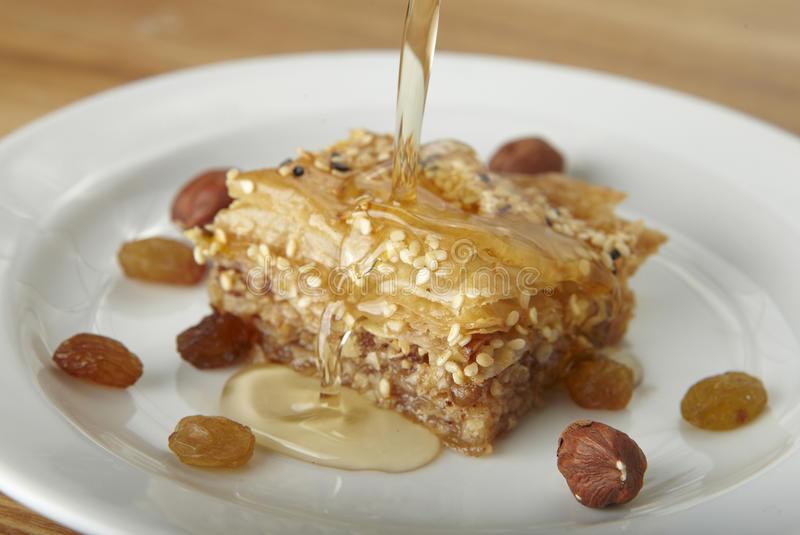 Baklava mit Honig stockfoto