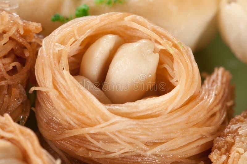 Baklava (nido) con l'arachide immagini stock libere da diritti