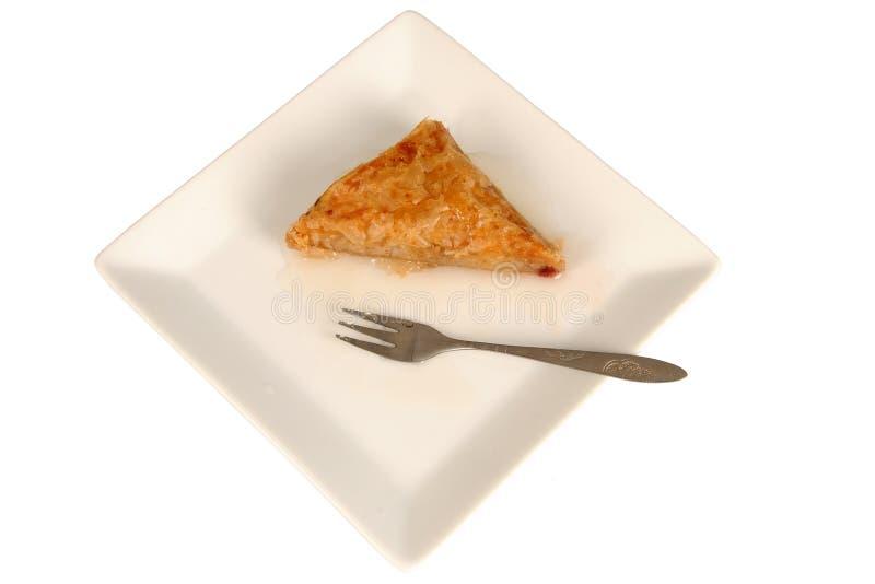 Baklava orientale tradizionale del dessert sul piatto, con la forcella fotografia stock