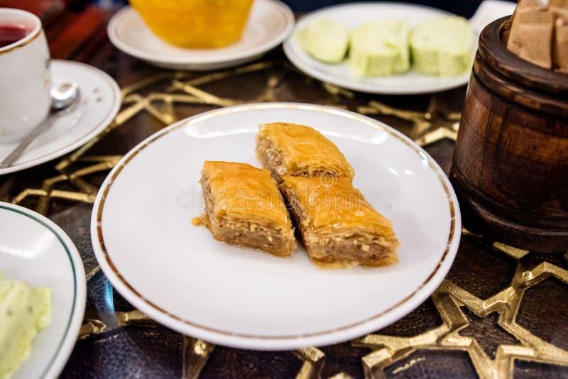 Baklava turca con le noci immagine stock