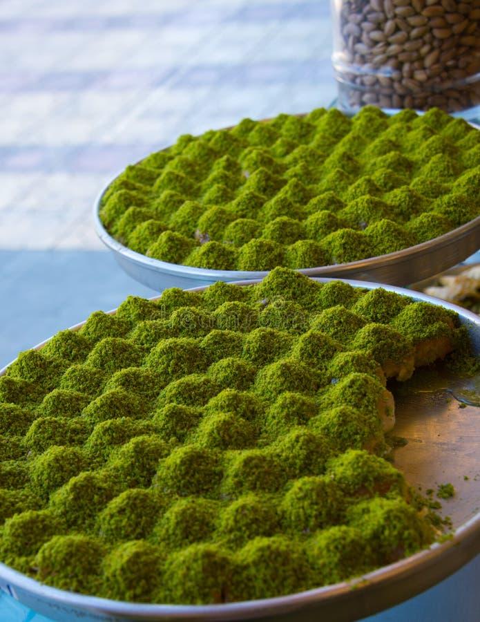 Baklava in Turkse bakkerij in gaziantep royalty-vrije stock foto's