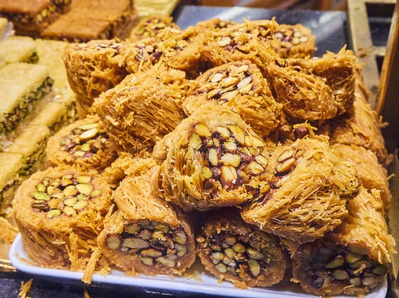 Baklava, uma sobremesa árabe tradicional foto de stock