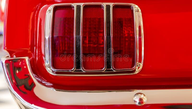 Baklykta av Ford Mustang royaltyfria bilder